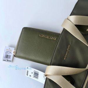 Michael Kors Bags - 💥SALE💥 Michael Kors Polly Tote and Wallet Set